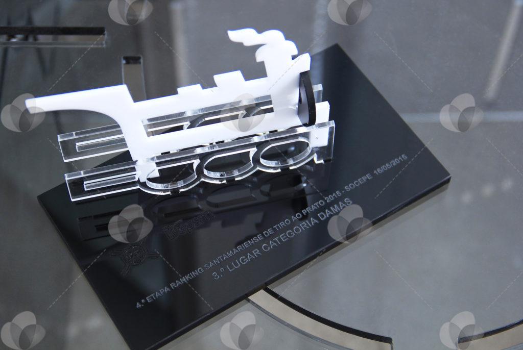 Troféu de Acrílico inspirado em uma locomotiva