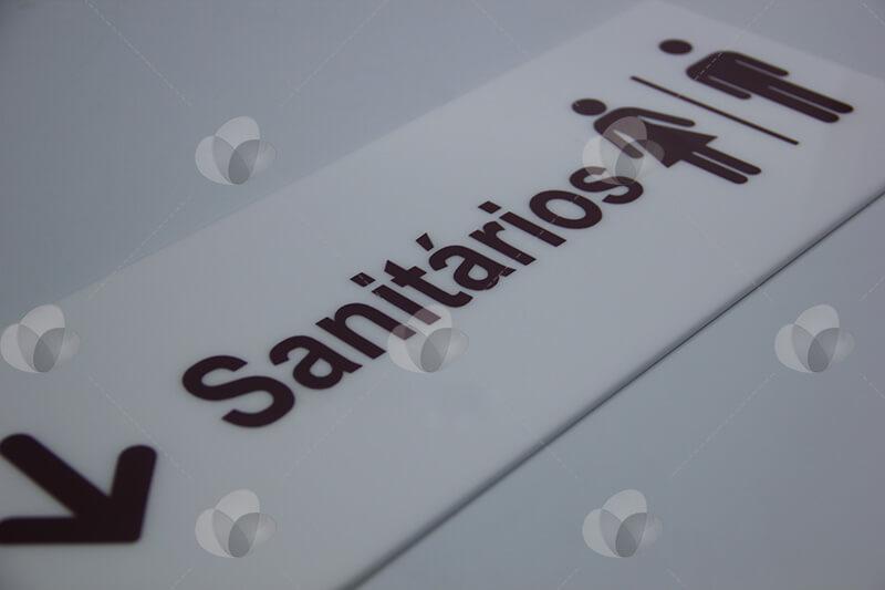 Placa de identificação de sanitários em acrílico