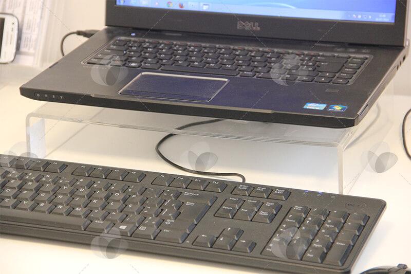 Suporte para elevar notebook ou telas LED/LCD feito em acrílico cristal