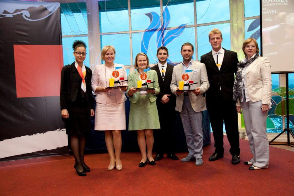 Evento da Fundação Antonio Meneghetti onde os premiados receberam troféus em acrílico