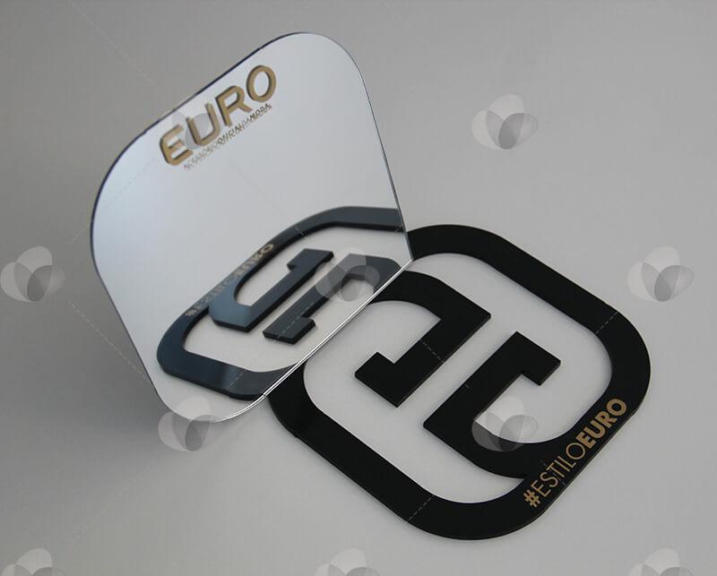 Expositor em acrílico para PDV da Euro feito em acrílico preto recortado e acrílico espelhado
