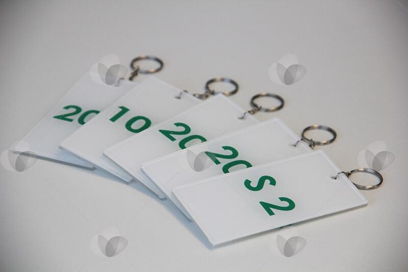 Chaveiro em acrílico personalizado com numeração para identificação de portas