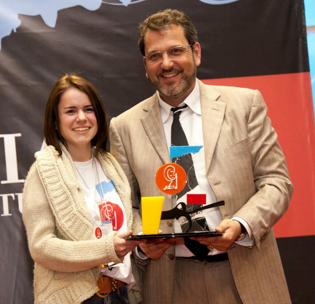 Premiação utiliza troféu em acrílico para homenagear ganhadores