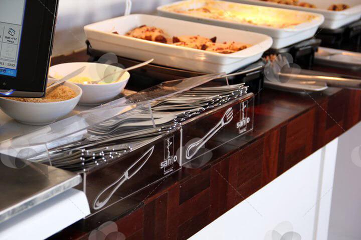 Porta talheres em acrílico personalizado com arte do restaurante