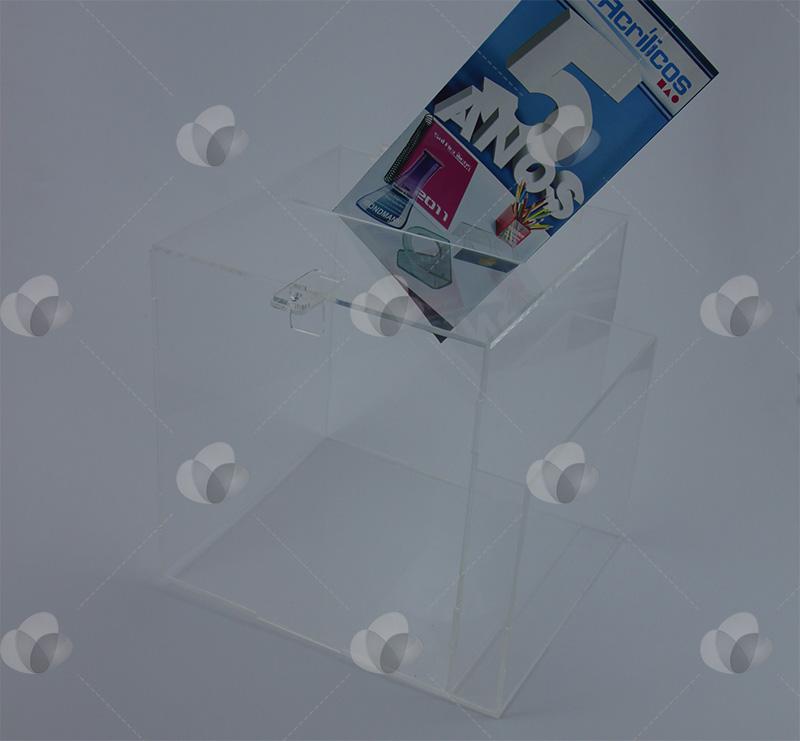 Urna em acrílico com espaço para folder