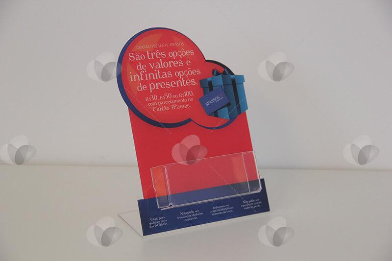Porta folders em acrílico personalizado com adesivagem nas cores vermelha e azul