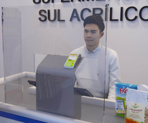 Escudo Protetor para Caixa de Supermercado com Recorte Centralizado