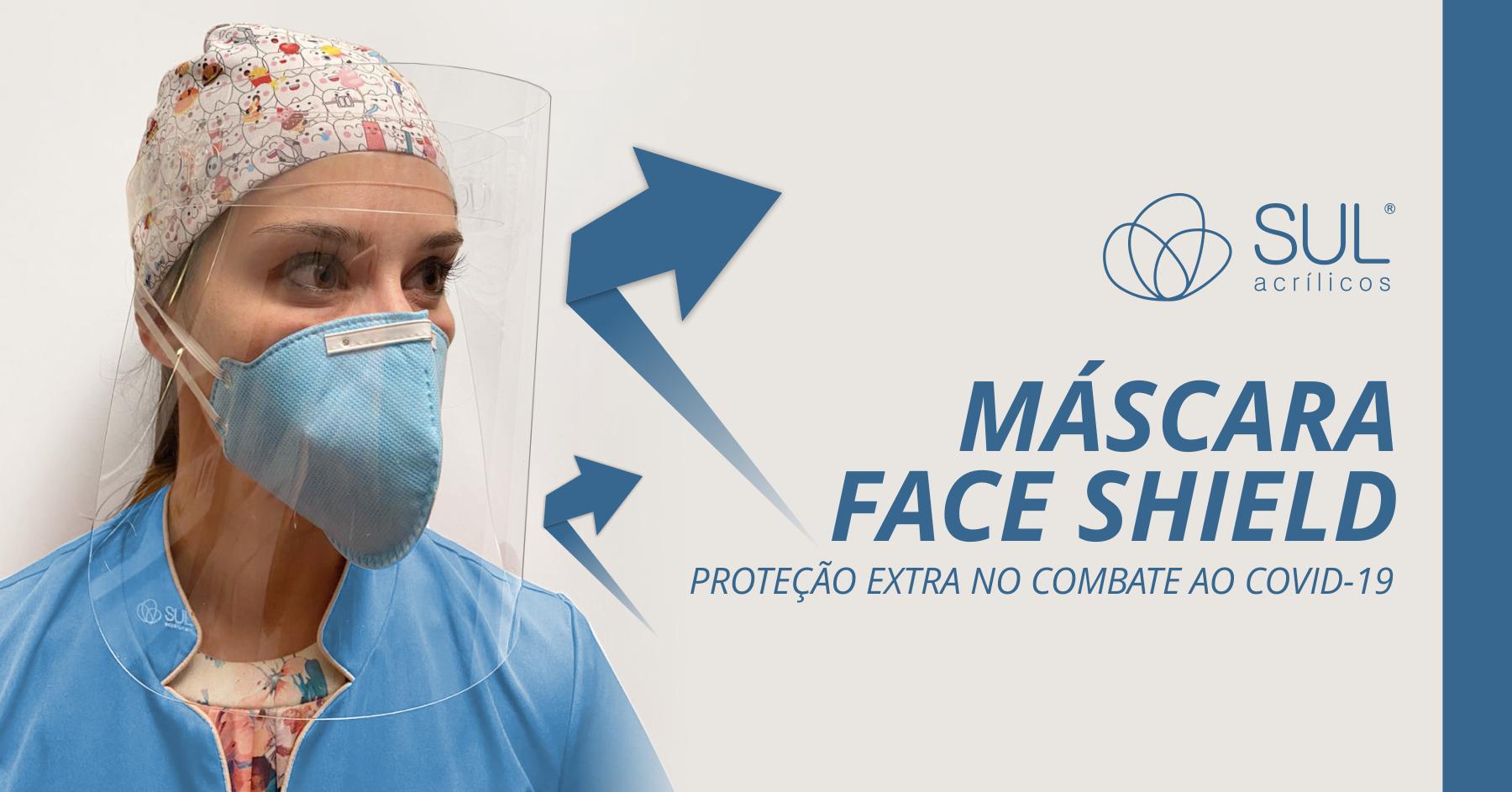Dentista utilizando protetor face shield facial em petg