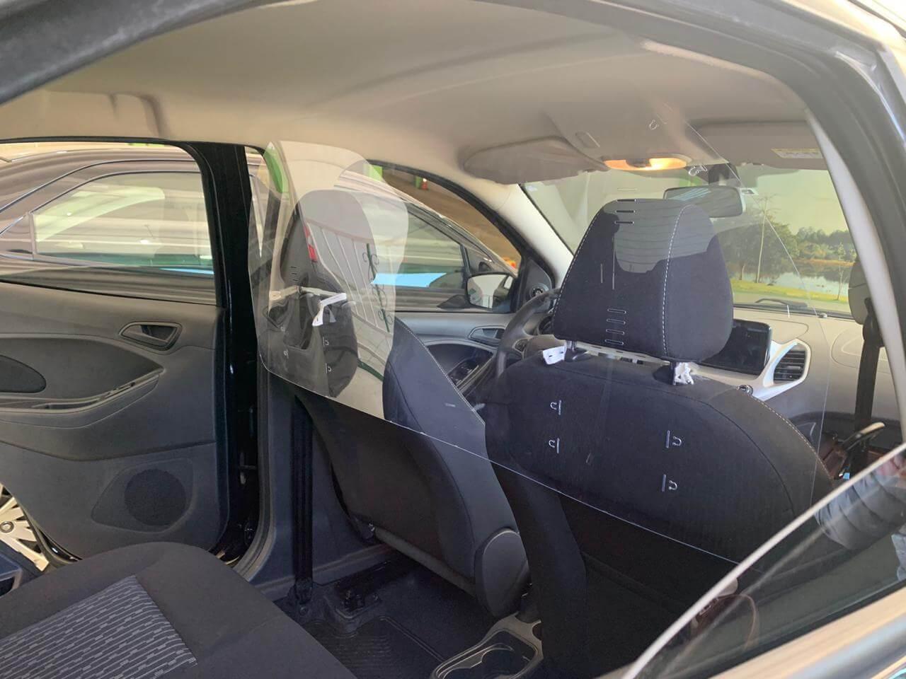 Barreira de proteção para carros, táxis e Uber